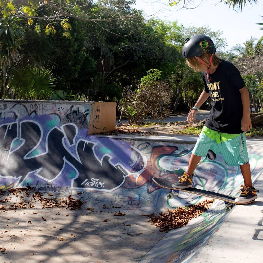 Go the road and make it worth it❗❗❗ #sneakerporn #sneakers #sneakerfreaker #sneakerhead #sneakerholics #kickstagram #shoestagram #lifestyle #streetart #streetstyle #kidsfashion #kidswear #skateboarding #skate #sk8
