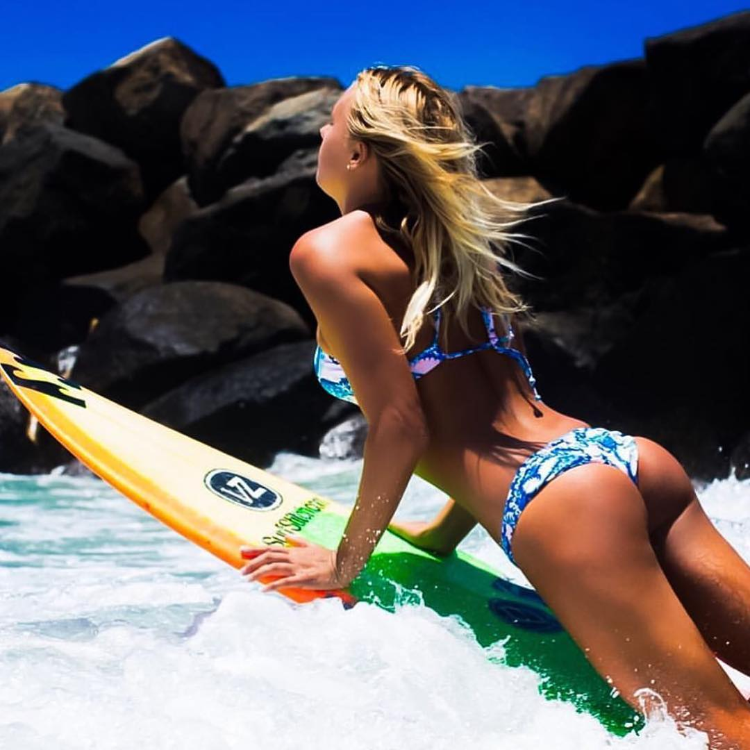 @elliejeancoffey has summer style dialed in.  #SeaSnakes #Vonzipper #SupportWildLife
