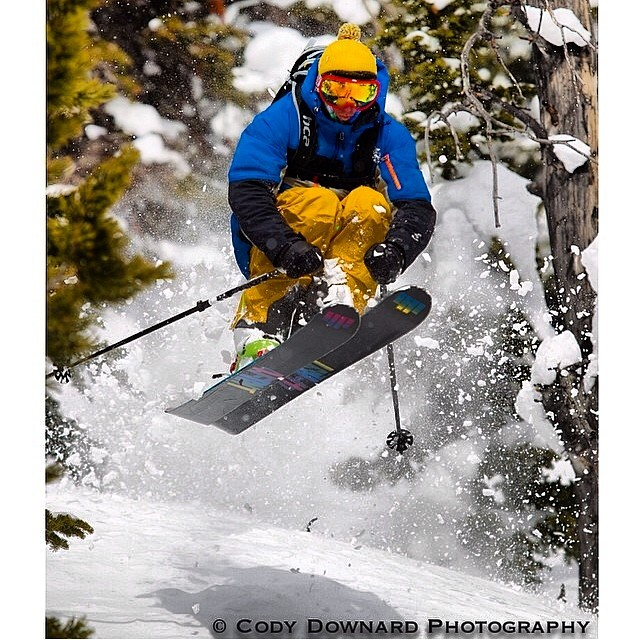 4FRNT Rider Rob Aseltine ( @robaseltine ) skiing some hot pow today on his YLEs. @codydownardphoto #riderowned #yle
