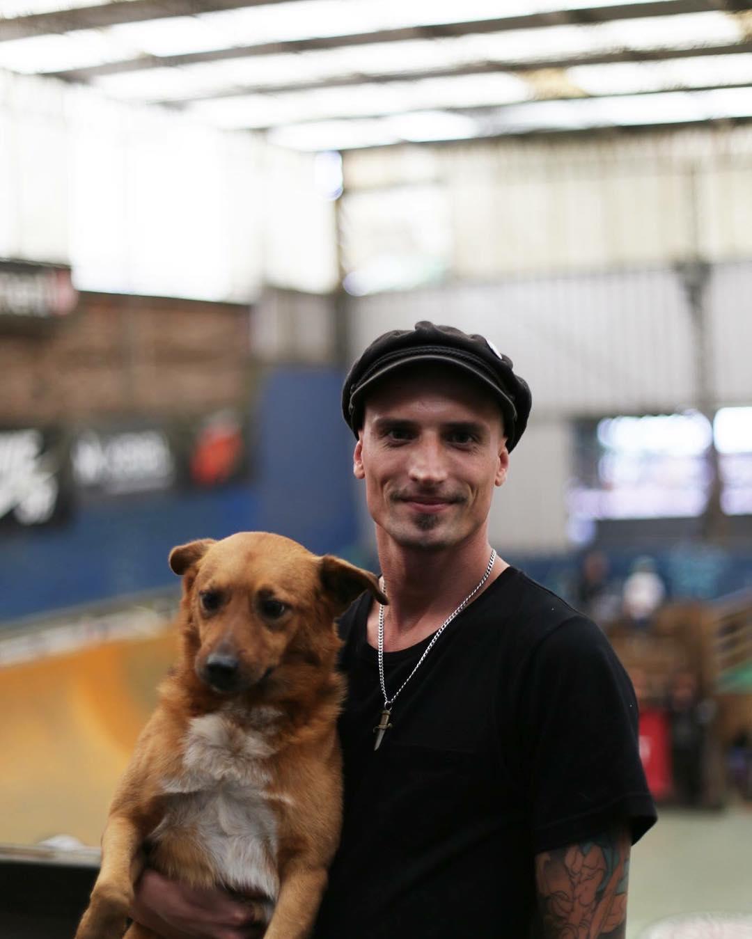 Nash y su compañero Jimmy Colors en el @ehparkparadise_skatepark  Feliz día para nuestros fieles amigos!