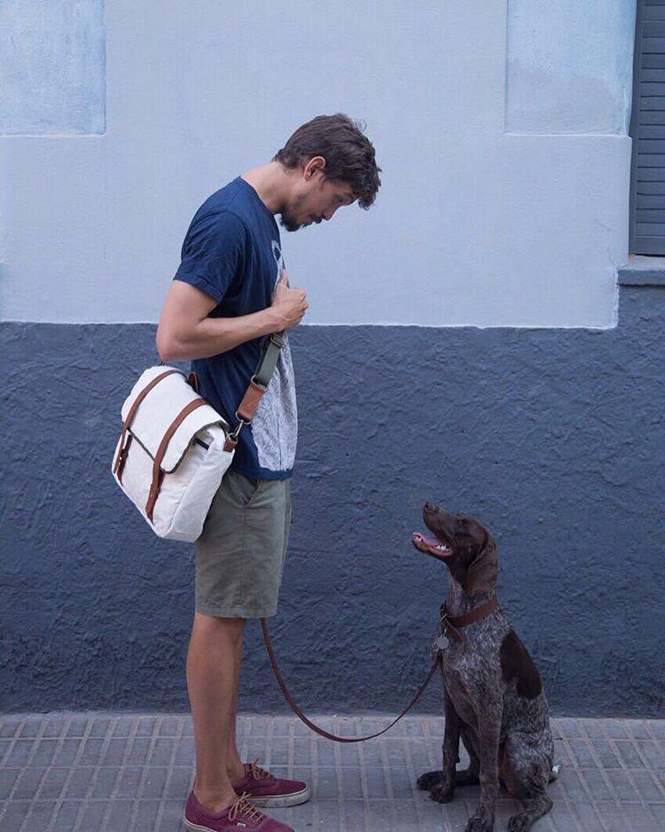 ¿Quién controla a quién? // Who is in control?  #felizdiadelanimal  #animalsday  #oliviathegsp #pets #collection #comingsoon