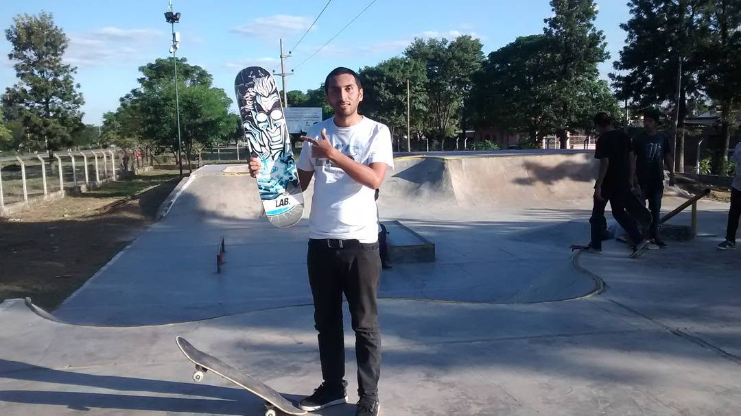 Daniel Marquez esta en Tartagal Salta y mañana va a hacer un best trick por una tabla Lab .. Atenti los skater de la zona