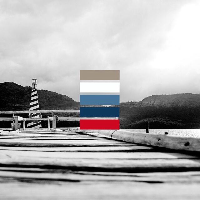 Puerto Patriada tiene un camping. El dueño del camping todos los días les tira migas de pan a las truchas del lago, desde este muelle con farolito.  #a39585 - #fcfffe - #457599 - #0e375c - #ce0b21