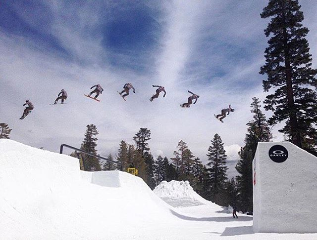Lenny Mazzotti aka @lenzel_bossington sending a huge back 3 on the @ride7springs jump @fluxbindings @volcomsnow @electric @bear_mountain #superpark20