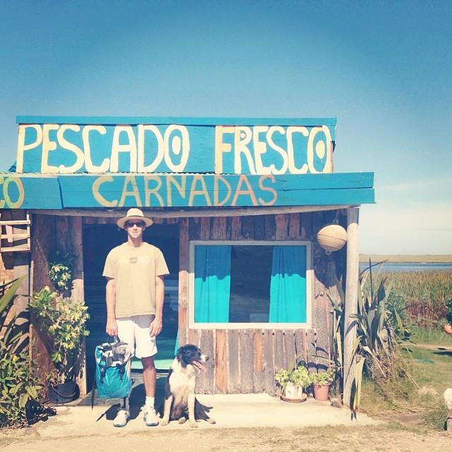 #pescadofresco en #Garzón // #discover a great #lunch cc @mikelangman  Nos vinimos a Uruguay para correr unas olas y andar en kite. Salimos con las bicis temprano y acá está una foto de una de las paradas. Ahora al mar. @oliver_umpierre se suma?