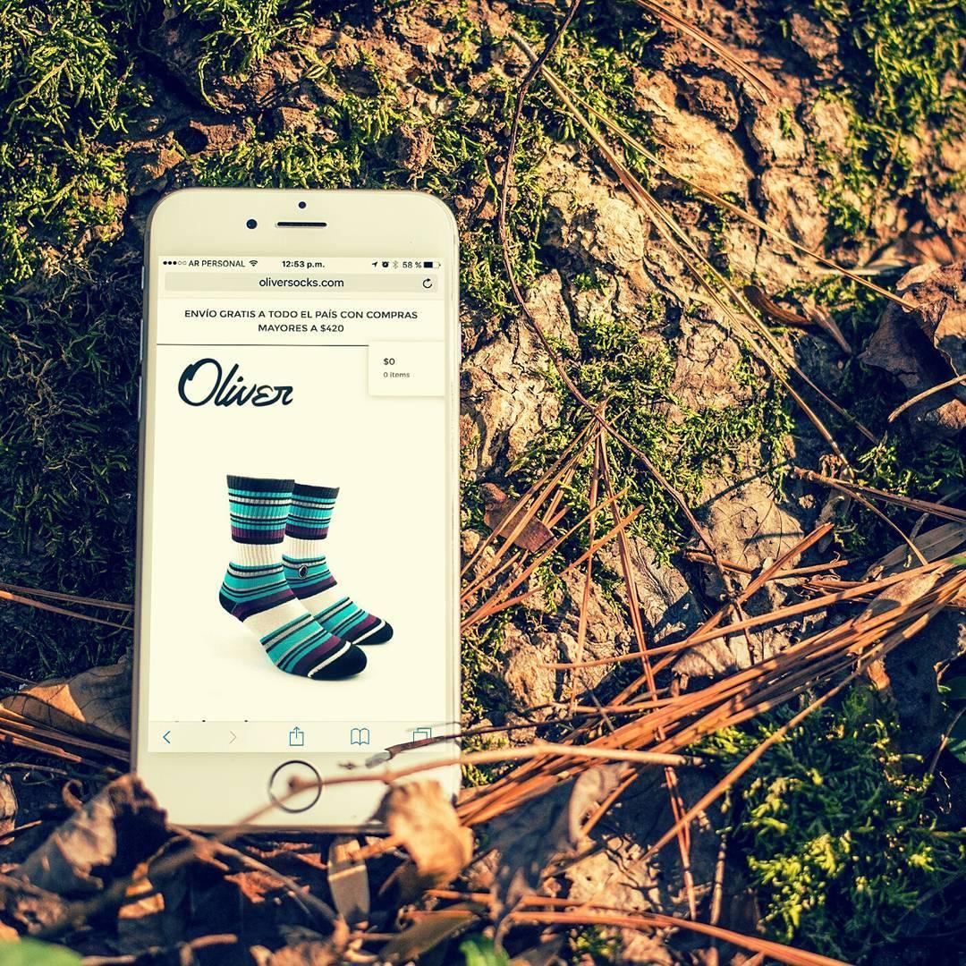 Fresco sábado otoñal, ideal para abrigar tus pies y aportarle toda la comodidad que necesitan con unas #OliverSocks.  Link en bio para adquirirlas. . . #Oliver#Medias#Stripes #CreaTuPropiaHistoria...