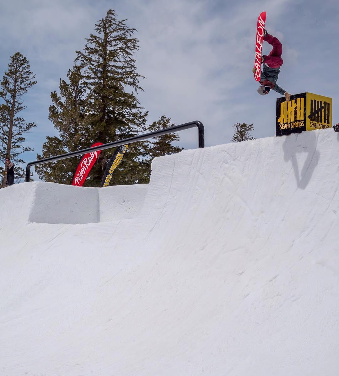 #Repost @shaunmurphy413 ・・・ #superpark20 @snowboardermag @snowboardervideo @mammothmountain @mammothunbound @nexentireusa @oakley @oakleysnowboarding @pistenbullyusa  @bataleonsnowboards #BataleonGLOBALWARMER