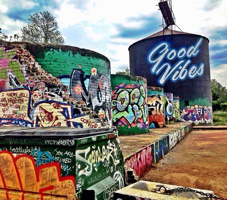 SprATX artists @blvdart and @zuzubee are exploring the art scene in Asheville, NC and are sending good vibes back to the Austin home land! • #spratx #goodvibes #spraypaint #travel #asheville #graffiti #art #graffitiart #explore
