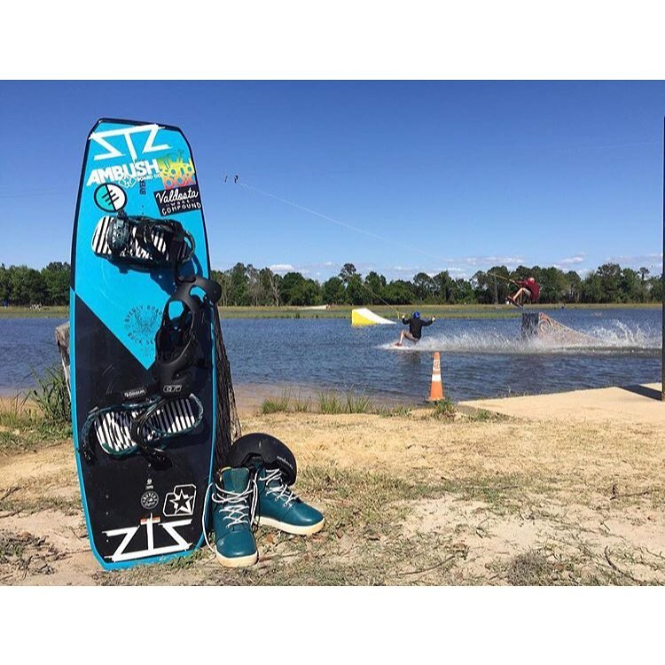 WKND VIBES ☀️| @valdostawakecompound warm weather is here so plan those trips and hit the road. | #wakeboard #cablepark #happyshredding #wkndvibes #stayoutside #wakepark |