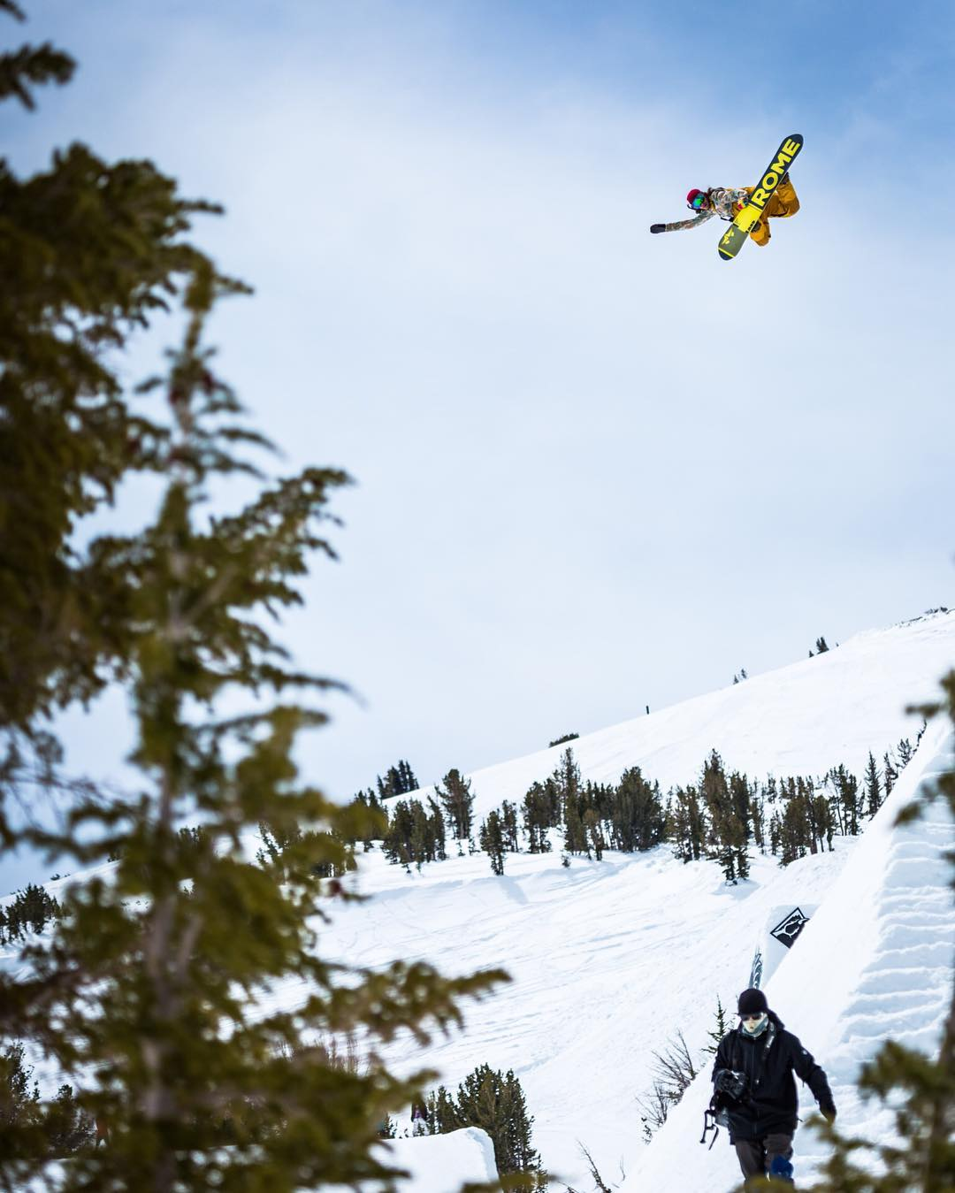 @aspenrainweaver going for the world record at #SuperPark20 up at @mammothmountain Day 3. The kids can boost!