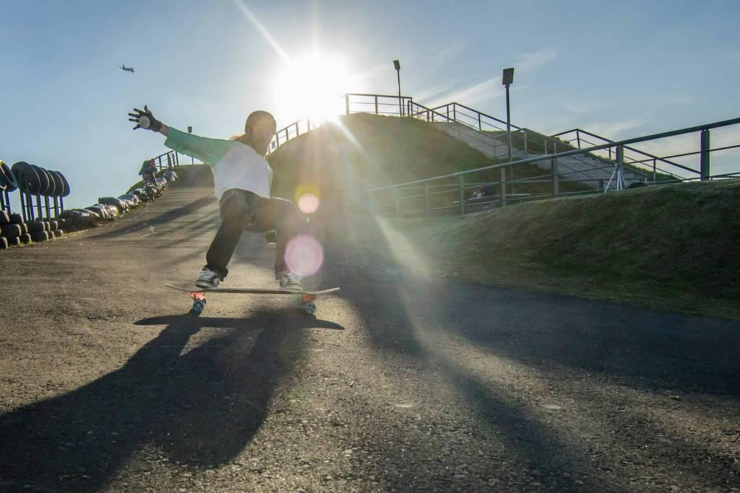 El Colo tirando style en Pacha Park, que lindo que es el #longboarding