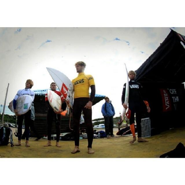 Los finalistas antes de entrar al agua en el #SurftheCheckList by #Vans.  Maxi Siri, @leleusuna, Santy Muniz y Mariano Arreyes. Mira fotos, videos y contenido del campeonato en nuestro tumblr. Vansargentina.tumblr.com  Foto de @canty_ramos  #surf...