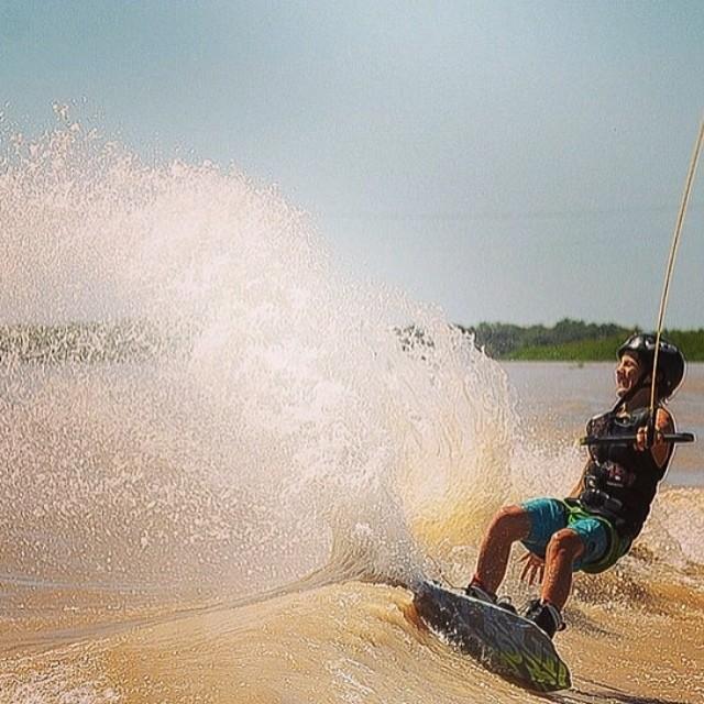 @kaiditsch disfrutando de una jornada espectacular de wakeboard ✌ #soul #wake #waves #reefargentina