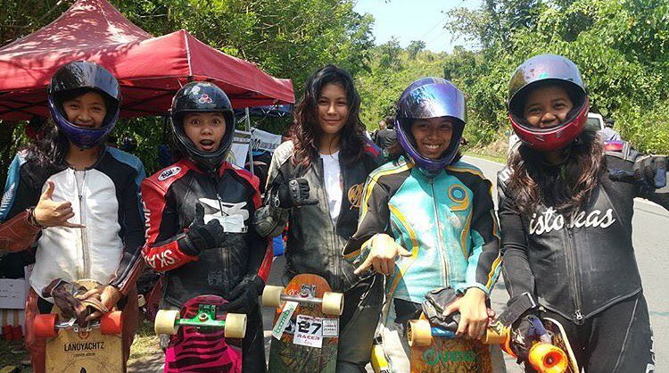These ladies just raced @idfracing's #karerasalumban in Philippines!  Women's Podium: 1. @_hazecat  2. Lorraine Ramirez 3. Abigail Viloria 4. Beatrice Macalino  Congrats ladies!  Photo repost from from @idfwomen Follow them for more updates on what's...