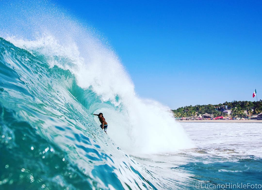 @dcadenasurf driving through a sand bottomed spinner in Puerto.