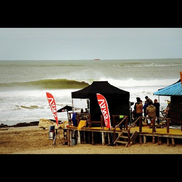 Así rompia el #swell el lunes en el #SurftheCheckList by #vans.  Mira fotos, videos y contenido del campeonato en nuestro Tumblr y Facebook.  Foto @canty_ramos  #surf #surfing #surfvans  #vanssurf