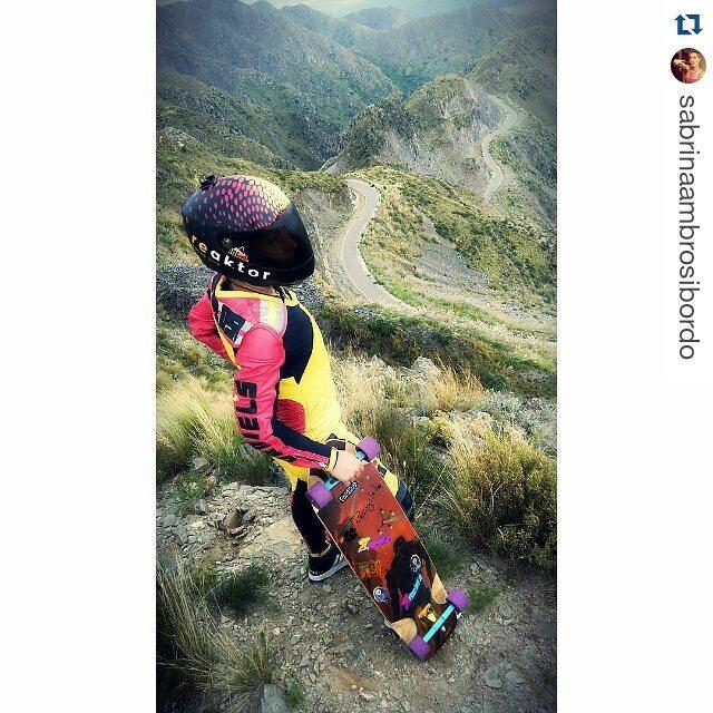 #Repost @sabrinaambrosibordo que emprende un nuevo #skatetrip para mantenerse siempre afilada.・・・ Ya casi estamos ahí de nuevo con #Reaktor #DanielsLeatherSuits #slyskateboards #machbusterKT #dominalasmontañas #NogoPucks  #DH #freeride #longboard...