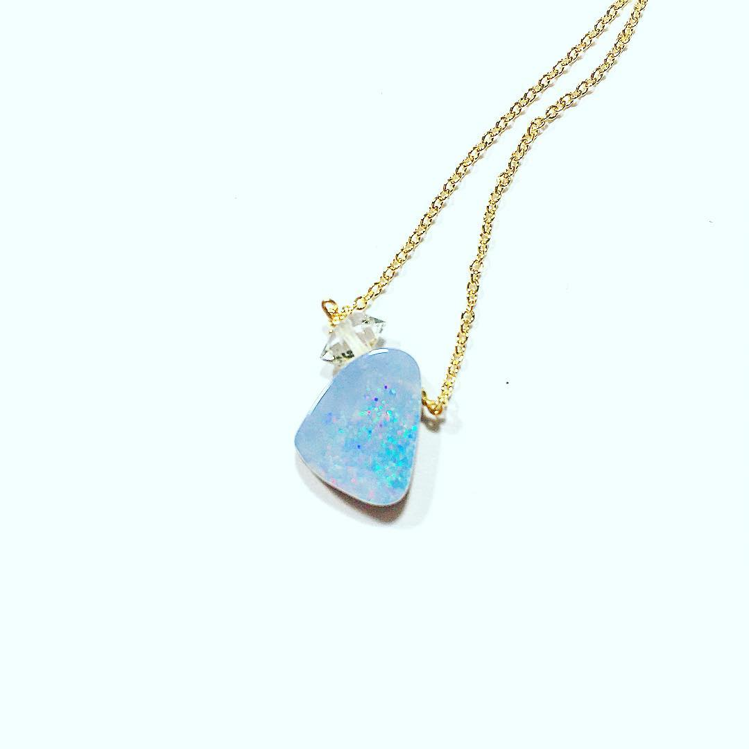 The sparkle never leaves you.  #sparklebaby #juliaszendrei #opals #boulderopal #shine #diamonds #gemstone #gemlove #crystalgypsy