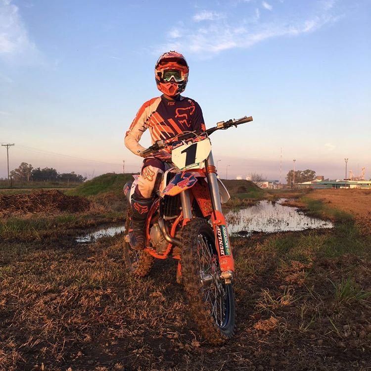 El rider del equipo Fox KTM Motocross Team estrena esta máquina en la próxima fecha del Nacional que se realizará este fin de semana en San Juan. Gracias Joaco por las fotos! @JoaquinPoli199 #FoxHeadArgentina