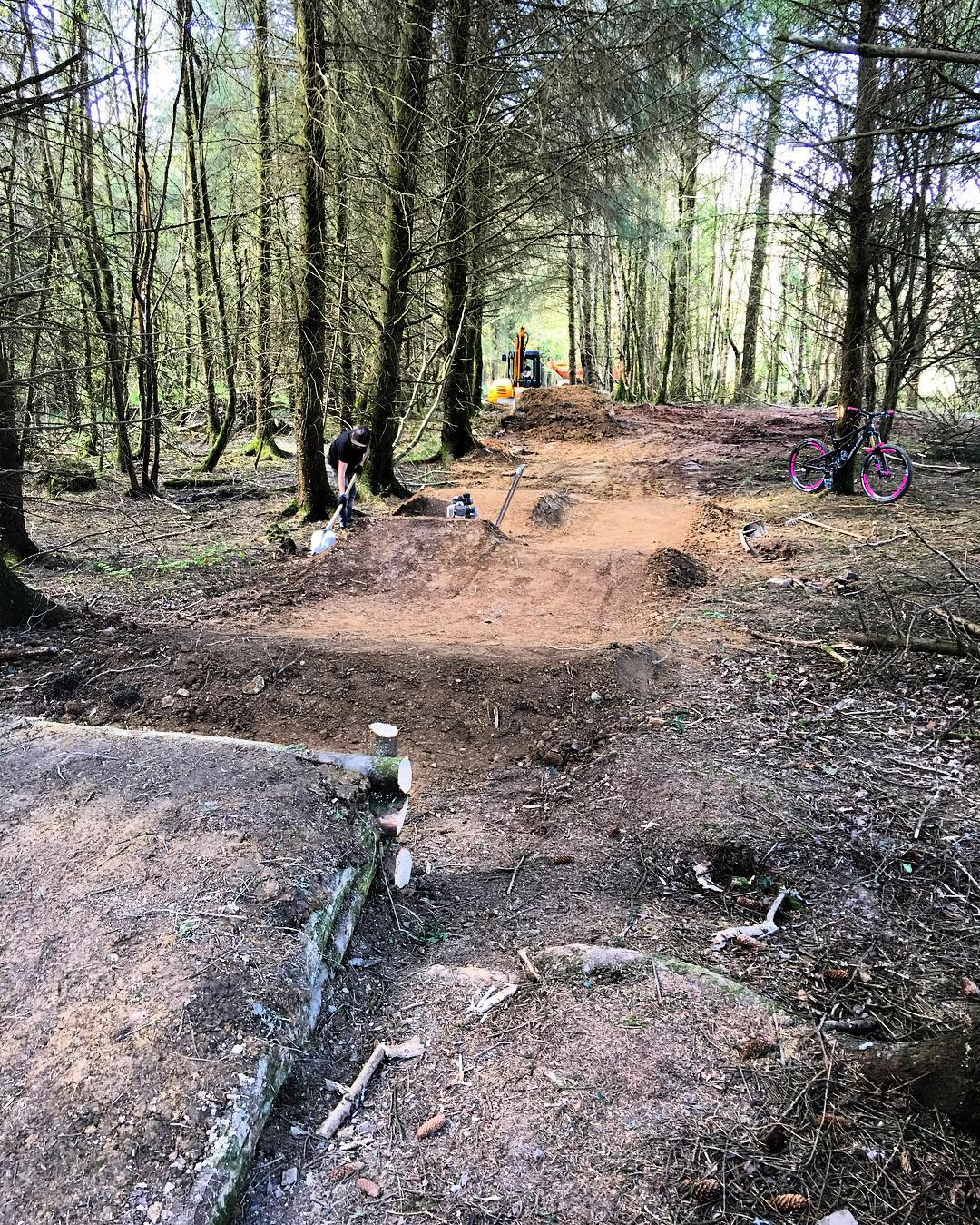 Final touches to the trail today, turned out so sick and all done in a week!!! #bikepark #privatetrail #mtb #logjump #dirt
