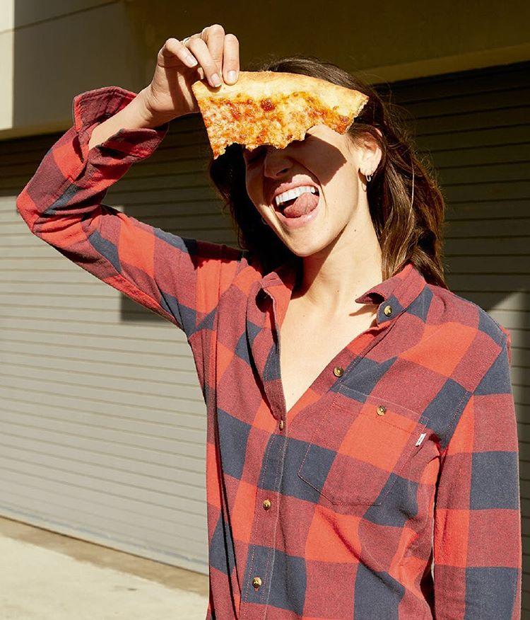 Pizza, birra y camisa @vansgirls moody blues flannel.