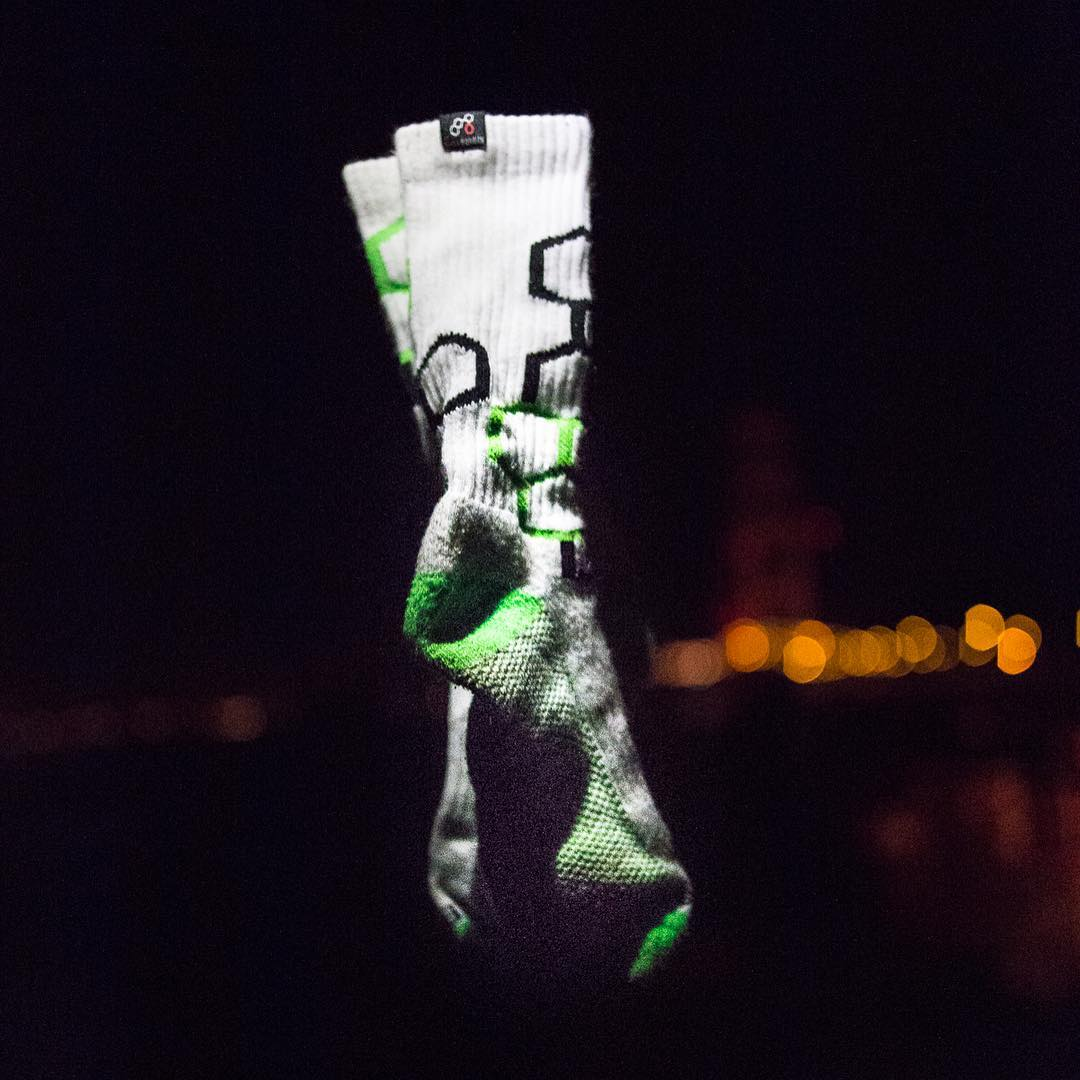 The power of The Force #maythe4thbewithyou @i.conik #floating #socks #jedi #activewear #bright #grabapair #wearebright #starwars #youarentseeingthings