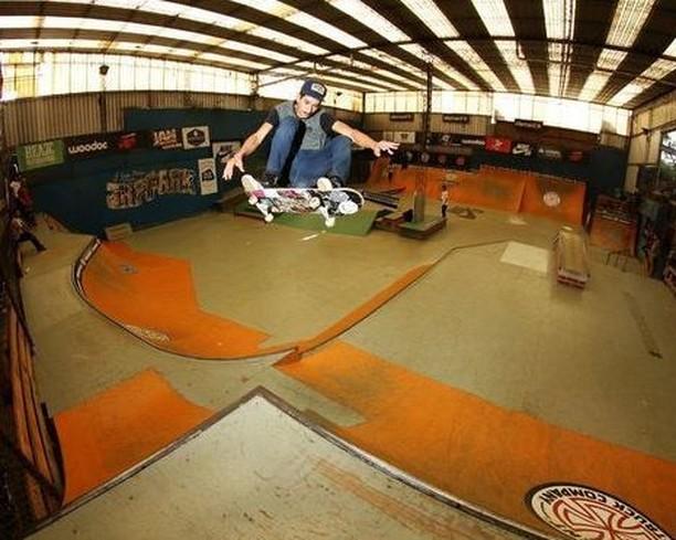 @lucasvampirledezma rompiendola en el @ehparkparadise_skatepark