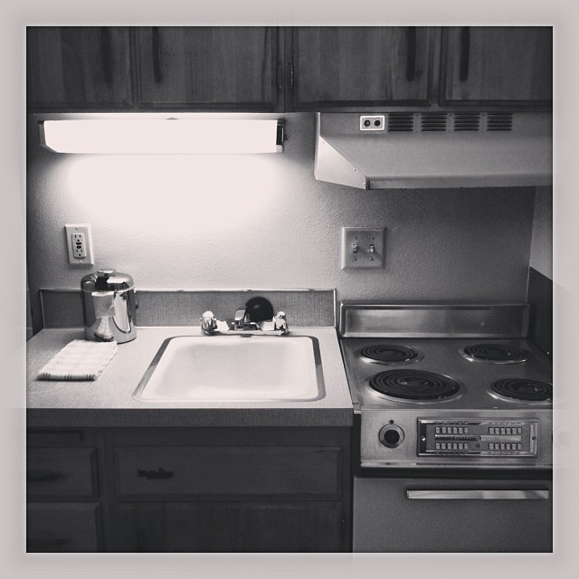 Grandma's house? No, it's our 1970's kitchen at the Mark Spencer Hotel in downtown #portland! #roadtrip #retro #throwback