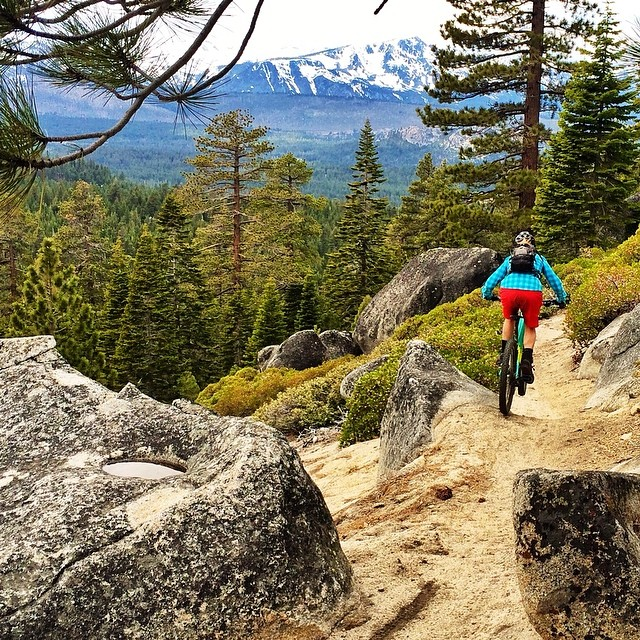 It's another beautiful day to get out and play! Even with work and school I do my best to make some time for exercise and if I am lucky some adrenaline! Athlete:@catkeenan81 @dakine @oakleywomen @epicbar @otclaketahoe @avalon7 @kirkwoodmtn...