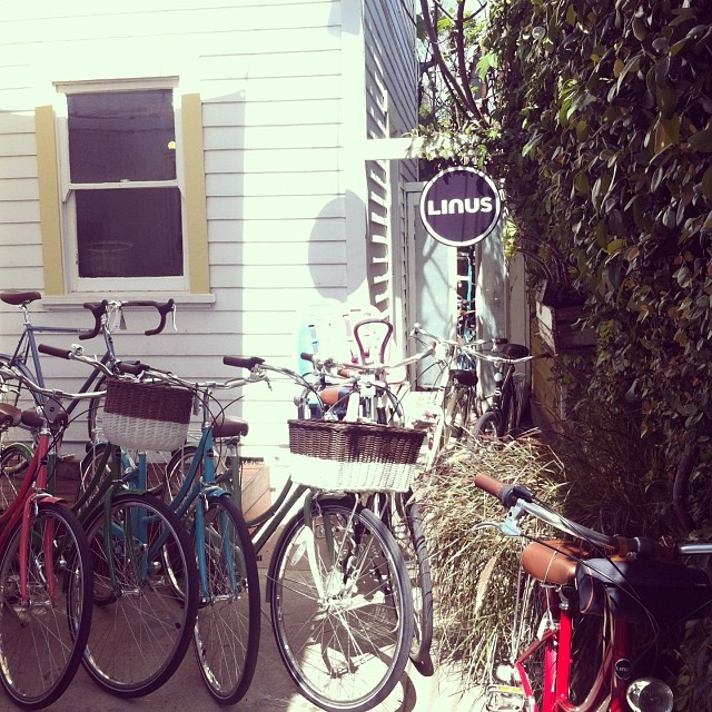 Love the @linusbike shop at #venicebeach! Inviting courtyard of their beautiful bikes #la #bike #vintage