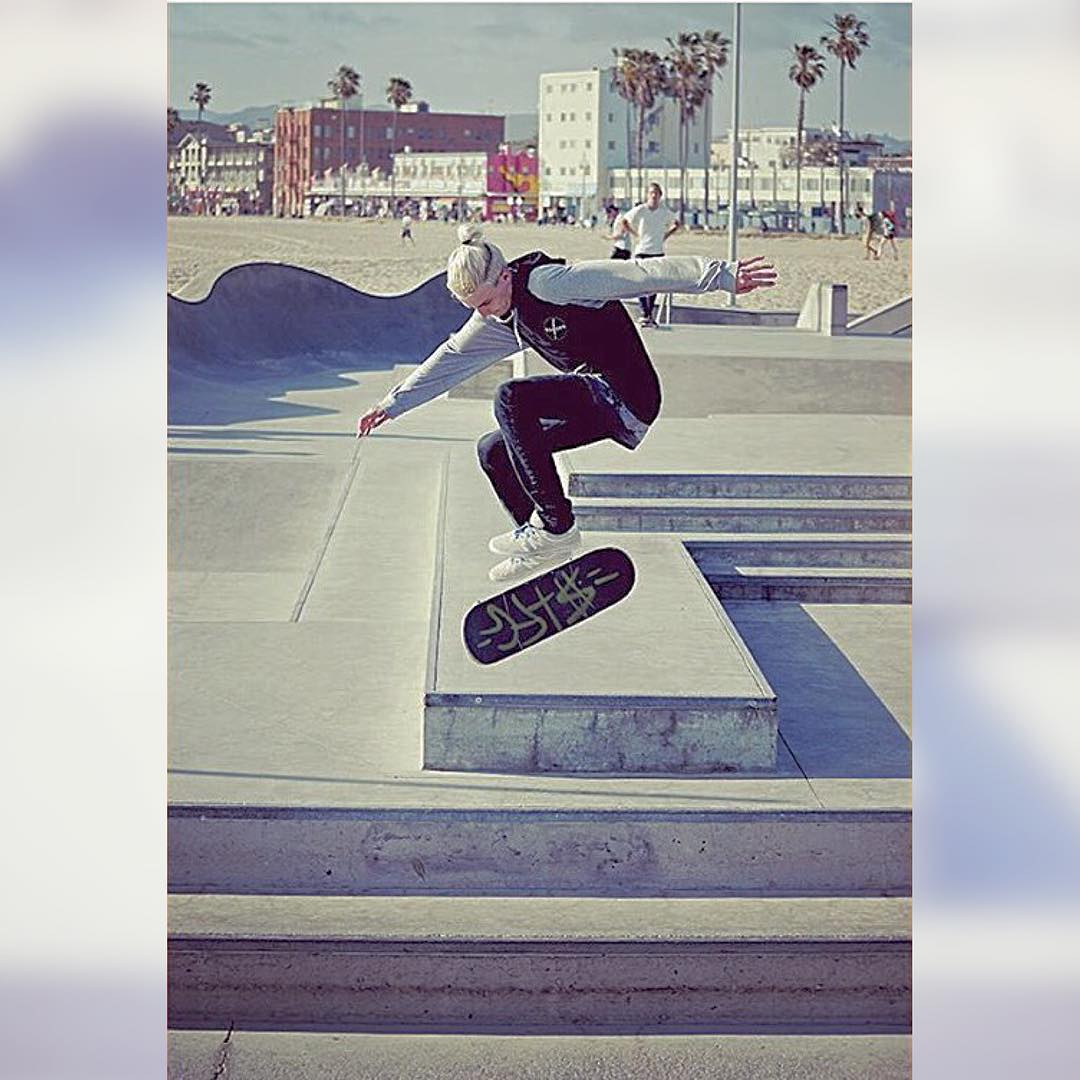 #stfgtakeover @mitch_stfg part 6!!!! This is also a brother/ team rider for SG! He just moved back out to Cali and is crushing it! Here he is ripping Venice beach! Hardflip