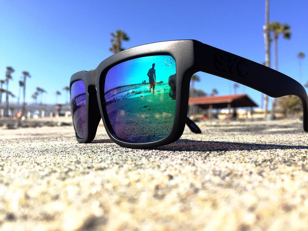 1 sunglass, 0 worries.  #SEEHAPPY