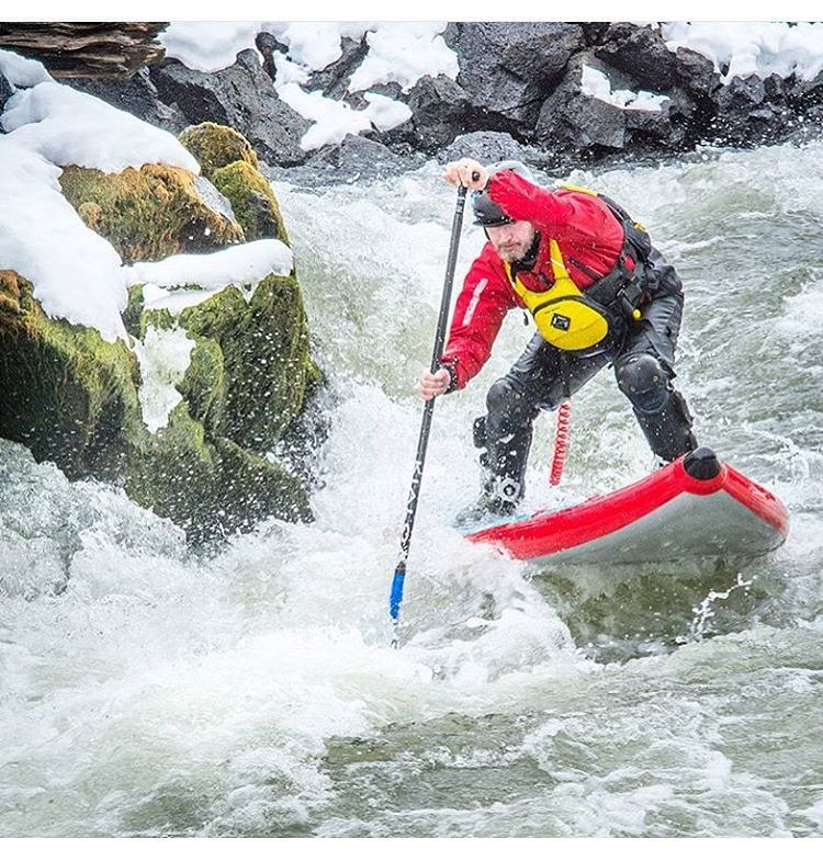 Spring is finally starting to thaw! @suppaul_pics paddling some spring run off on the Deschutes River.  Board: #HalaAtcha  #halagear #whitewaterdesigned #isup #inflatable #whitewatersup #adventuredesigned