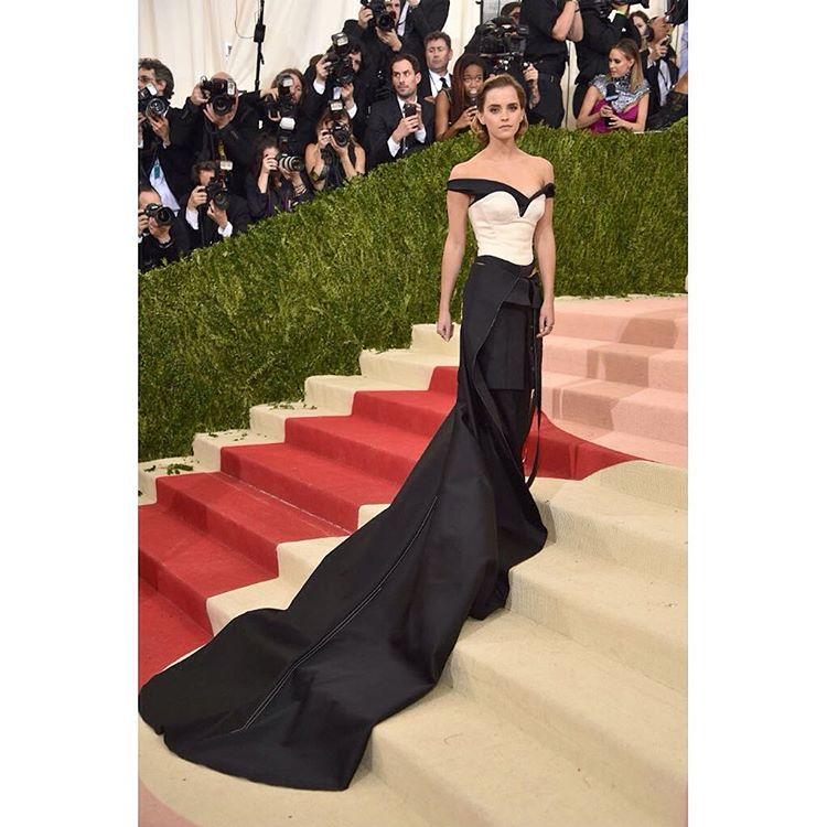 "Super inspired by this dress worn by actor + activist @emmawatson by @calvinklein made with taffeta woven from recycled #plastic bottles, #organic cotton, and #recycled zippers. On top of that, she plans to reuse it. ""It is my intention to #repurpose..."