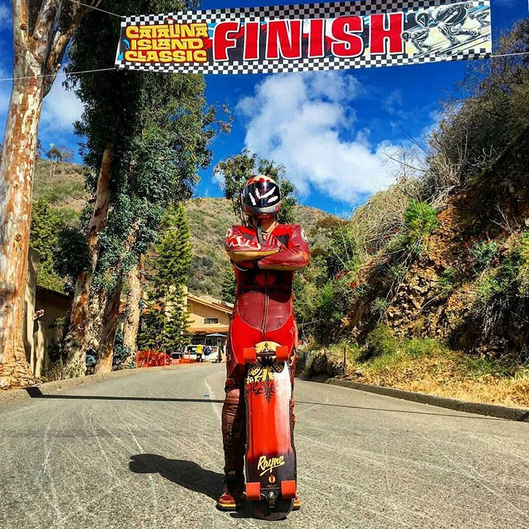 @steviedudemayne wins (the best dressed) at the @catalinaislandclassic! If those in your heats don't fall while being