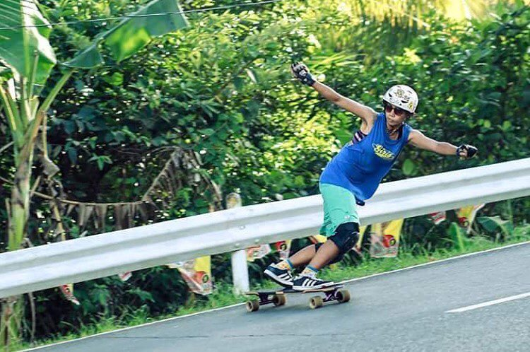 @longboardgirlscrewphilippines rider @indayunoo getting them right. Enjoy the weekend family!
