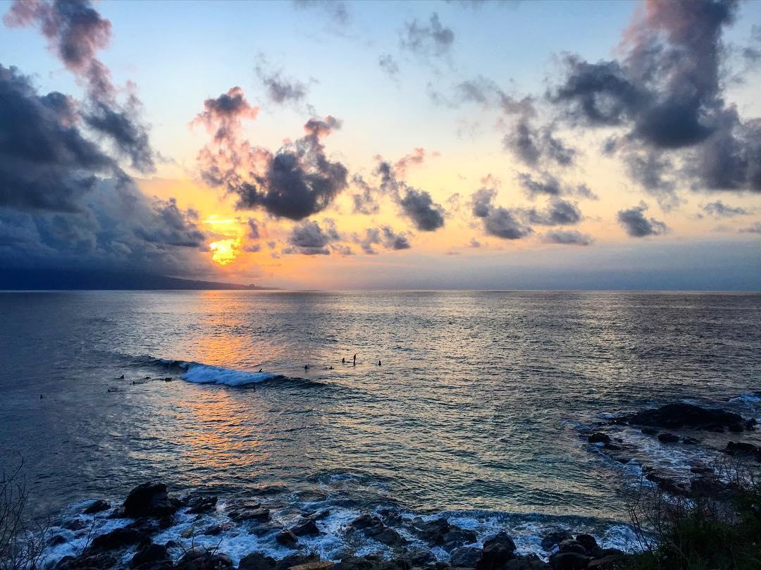 The best type of surf sesh #sunset #sunsetchaser #maui #aloha #hawaii