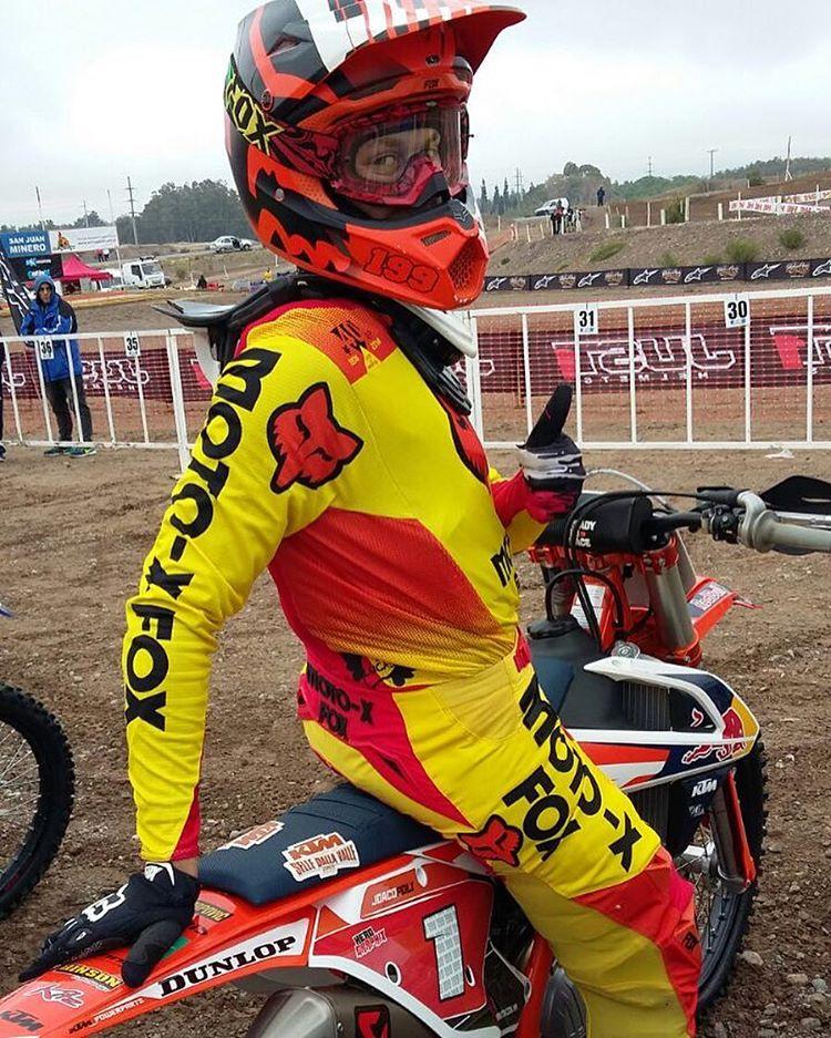En vivo, en caliente y desde pista; el campeón Joaquín Poli en la clasificación de la MX1 para la fecha del Campeonato Nacional que se está llevando adelante este fin de semana en San Juan. Vamos Joaco!  Gracias por la imagen a Gus Tosolini,...