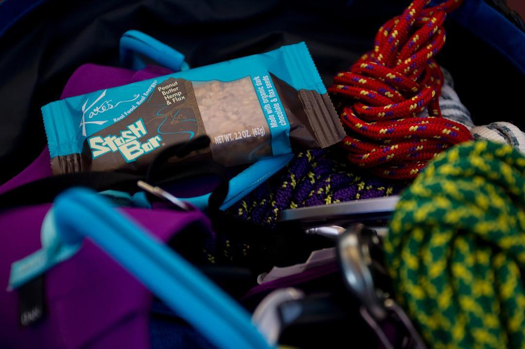 The #alpinefinishingschool would not be complete without the delicious @kates_real_food bars that keep our girafficorns fueled and ready to shred! #iamsj