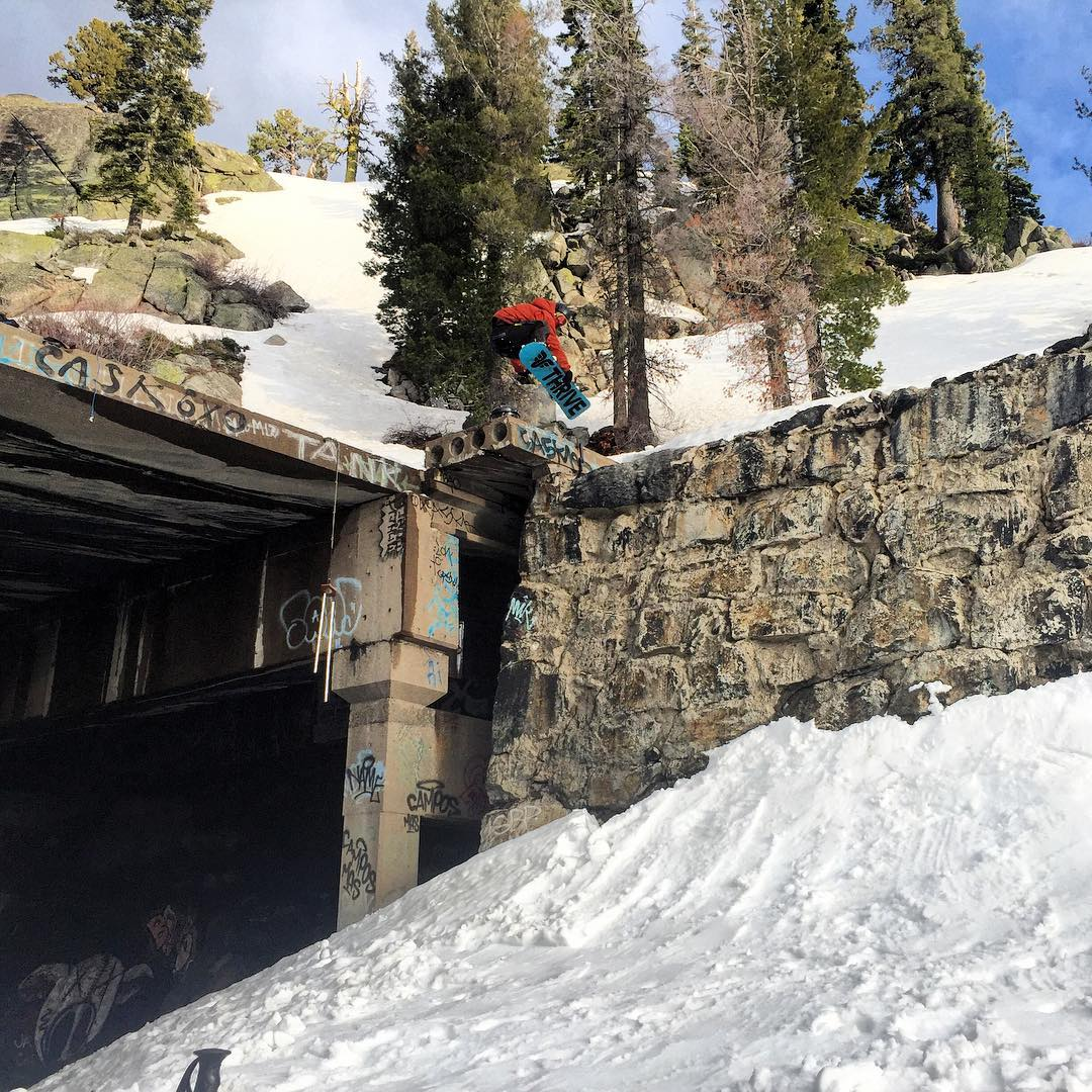 Spinning off the snowshed drop @blake_tahoe #snowboarding #donner #california #photo @jaimelton #thrivesnowboards
