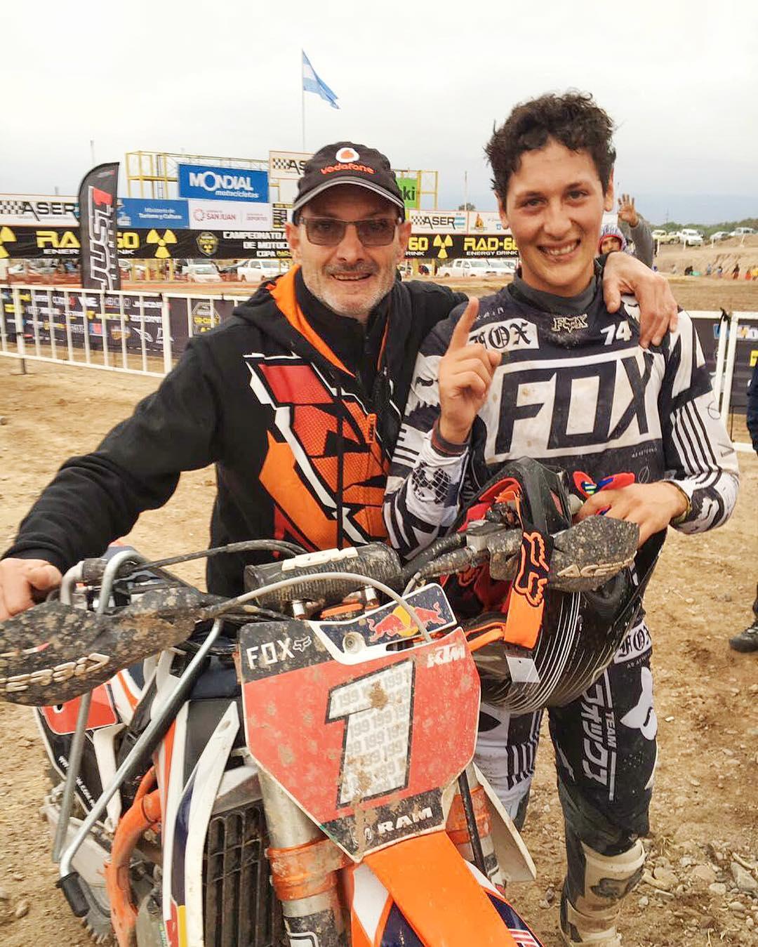 @joaquinpoli199 primero en la fecha del Campeonato Argentino de Motocross. Felicitaciones Joaco!  En la foto con Calabaza que siempre lo acompaña en todas las competencias.