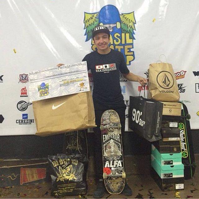 @luiznetosk8 vence o primeiro campeonato do Brasil Skate Camp em São Paulo e vai para Califórnia onde também ganhou uma vaga para o Damn AM em Costa Mesa. Parabéns mestre! #qixteam #skateboardminhavida