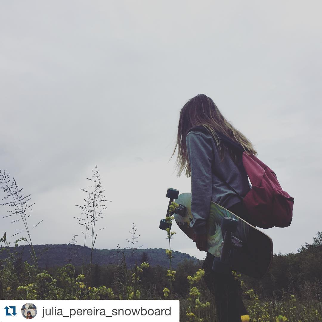 #Repost @julia_pereira_snowboard with @repostapp. ・・・ Hello monday ! Go to school. A nice week for you #longboard #waitingwinter #snow #training #snowpassion #snowboarding #ride #instafun #gotoschool  #sportetude #FFS #monday #eastpak #volcom #adidas...
