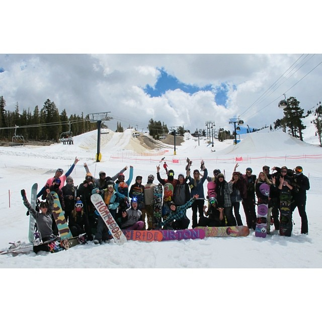 Most epic group date of all time going down @mammothmountain today! @snowboardermag's 'SnowBlind' Bachelorette Auction w/ the ladies of #MsSuperpark fundraised over $4K for #B4BC last night! Thank you to #teamB4BC riders @kimmyfasani @hibeams...