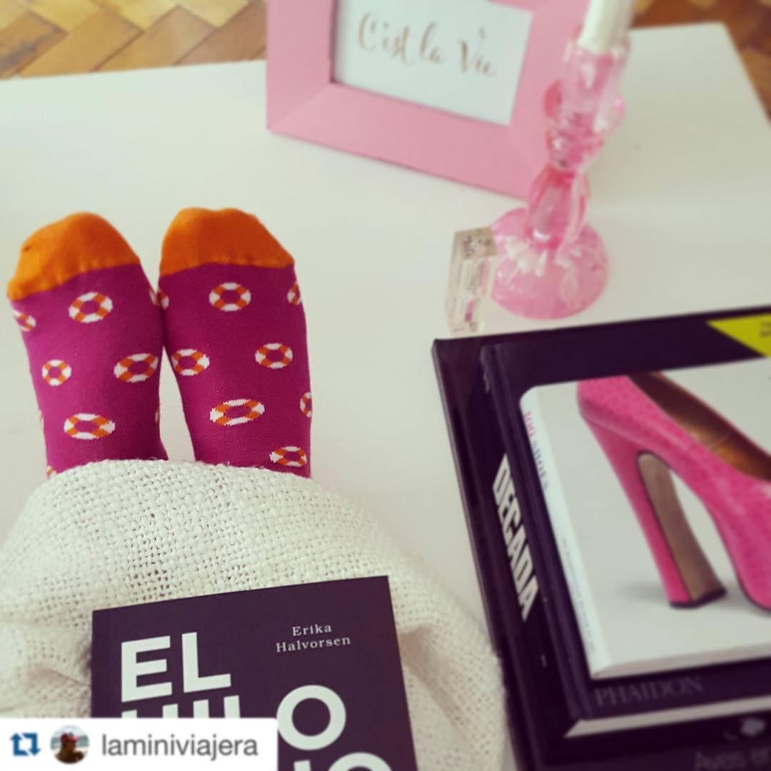 Un lunes a puro rosa #LifeSztyle #MediasConOnda ・・・ Empezar un libro nuevo