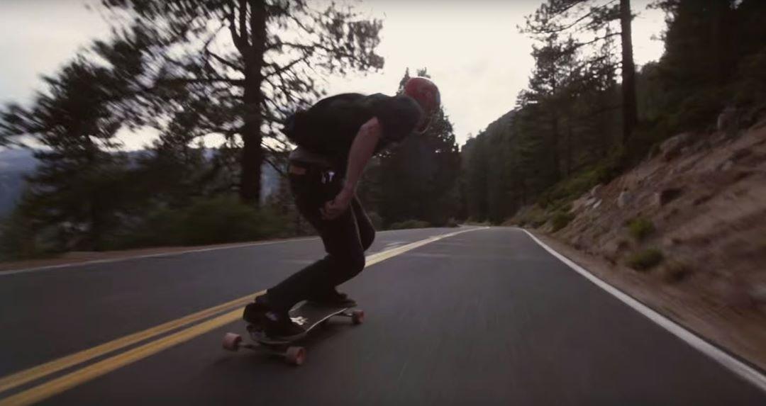 Mike Hoppe shralping down a Sierra street #SnowboardTheStreets #Freebord