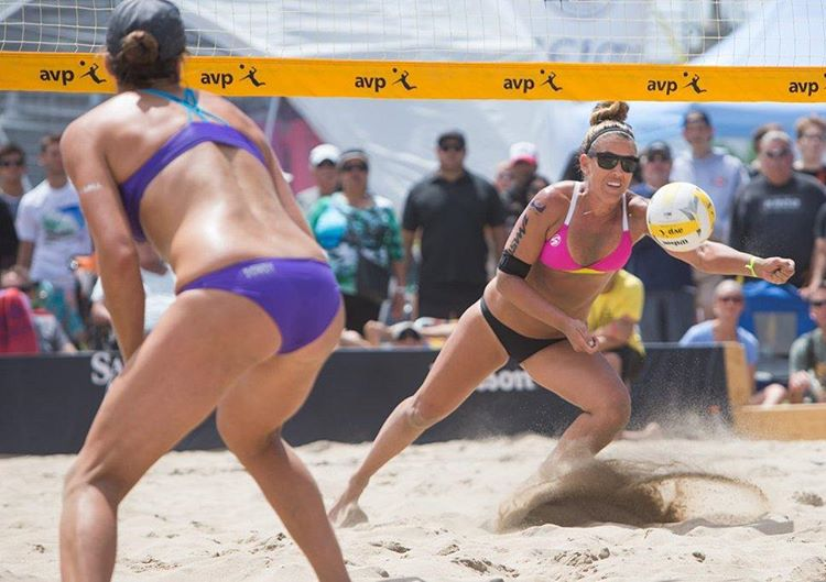 Great job by @whitney_pav and her partner @sheilashaw17 making it to the Quarterfinals this past weekend in Huntington Beach! Next up Cincy 5/16-5/21! #getoutside #beach #beachvolleyball #avp2016 #teamgraniterocx #graniterocx #outdoorsrocx