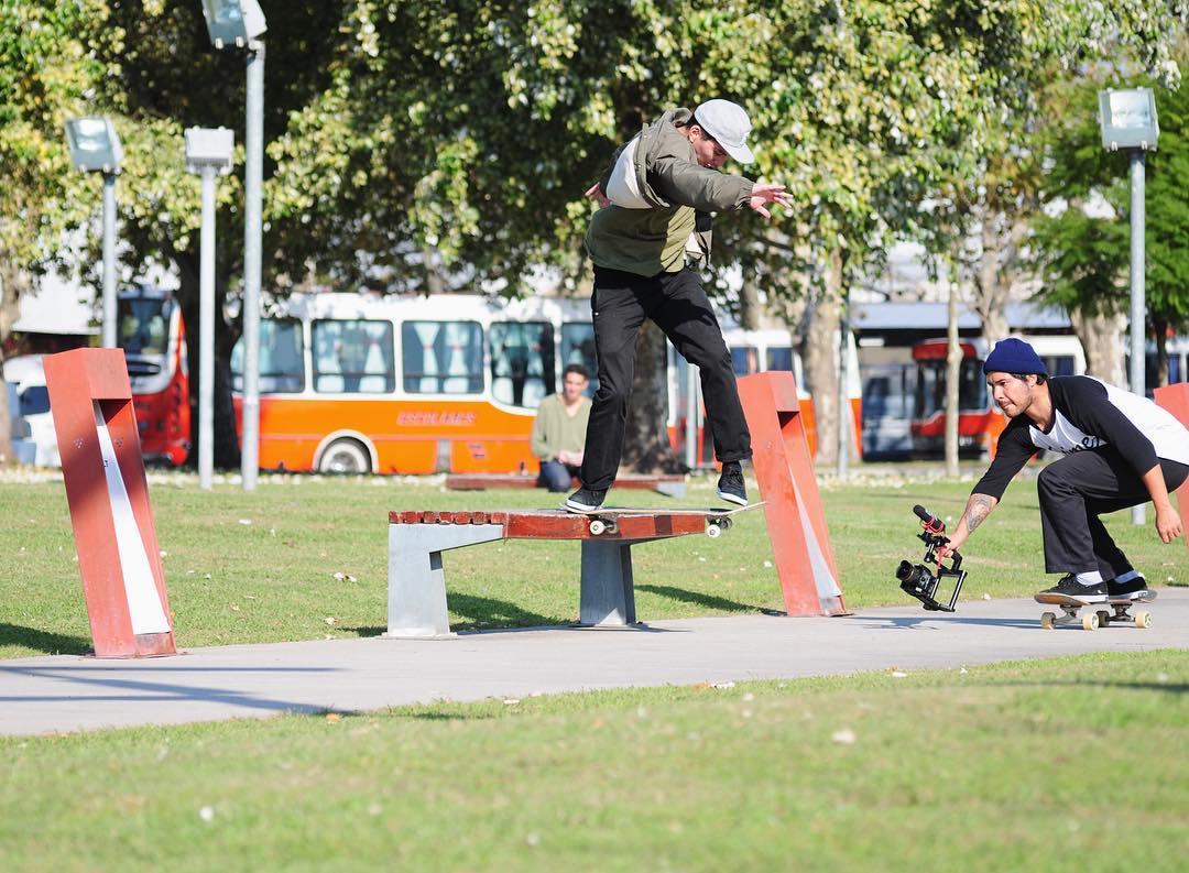 El estilo importa. Miguel Ángel Barrionuevo x @diegojuanvideoman x @matiasrobls.  #sismo #skateboarding #emerica #skateday