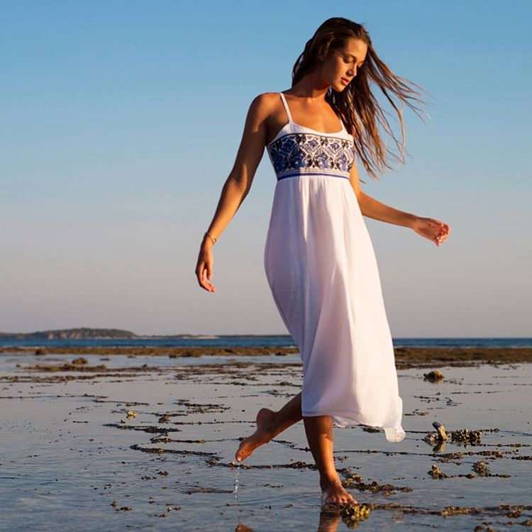 Beachcombing beauty @monycaeleogram in the Wild Horses Dress