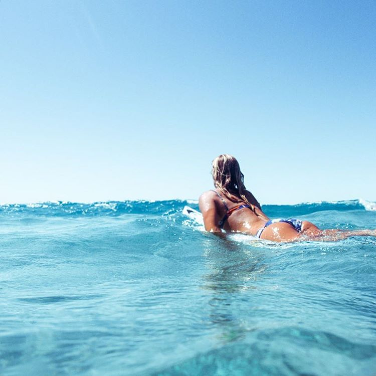 Starting the week with some saltwater therapy, who's with us? #ROXYsurf